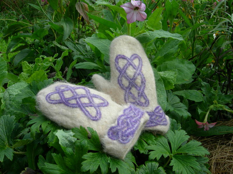 Celtic knot mittens